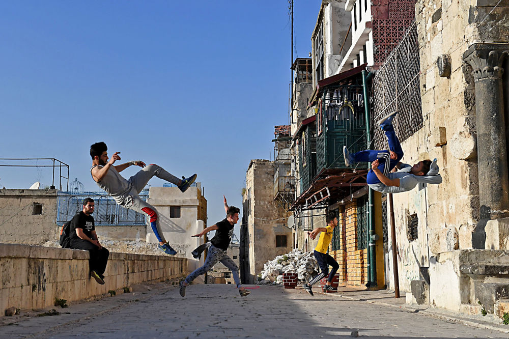 Syrian Teenagers Practice Parkour in Aleppo