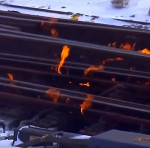 Crews light Chicago tracks on FIRE to keep trains moving went viral